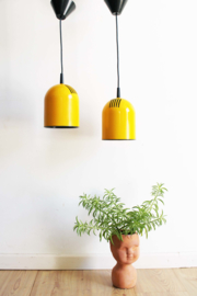 Set gele vintage hanglampjes. Retro design lampjes, Philips?
