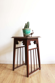 Houten vintage tafeltje spijltjes. Antieke Boho plantentafel.