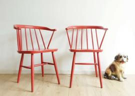 2 rode vintage spijlenstoelen - Yngve Ekström - Pastoe? Houten retro design stoelen.
