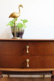 Set houten vintage nachtkastjes op sierlijke poot. 2 retro design kastjes