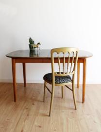 Vintage tafel met bewerkt uitschuifbaar blad. Houten retro eettafel met vogels