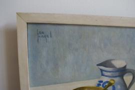 Origineel schilderij op doek in houten lijst. Stilleven met, appels,  vijzel en Keulse pot.