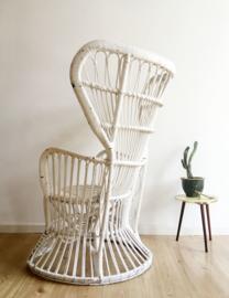Witte vintage Bohemian rotan fauteuil. Rieten retro Peacock stoel, Rohe.
