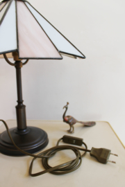 Vintage tafellampje in Tiffany stijl. Roze met witte lamp
