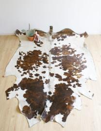 Te gek koeienkleed. Vintage bruin/witte koeienhuid / vloerkleed.