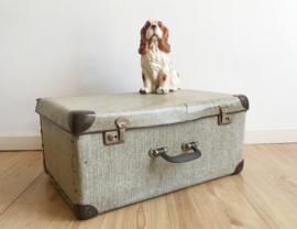 Coole vintage koffer. Oud retro valies met gebruikssporen