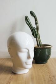 Keramieken vintage hoofd. Witte aardewerk kop.
