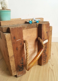 Stoer industrieel houten kistje. Vintage gereedschapskist/ schatkist