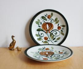 Set vintage Boch borden, Argenteuil. 2 groen/bruine retro bordjes.
