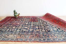 Handgemaakt Oosters tapijt met bloemen. Vintage Perzisch kleed - verkleurd