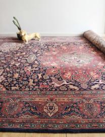 Groot wollen vintage kleed. Bohemien tapijt met o.a. vogels en bloemen