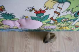 Kleurrijke vintage wandplaat met regenboog en dieren. Retro zoekplaat.