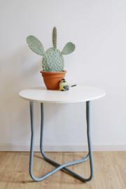 Witte ronde retro bijzettafel. Vintage tafeltje hout/metaal.