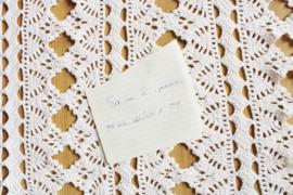 Set gehaakte vintage spreien. Twee witte handgemaakte bohemien dekens