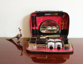 Vintage reisetuimet complete inhoud. Zwarte retro toilettas / beautycase