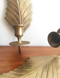 Twee vintage kandelaars met blad motief. Messing (?) kandelaartjes