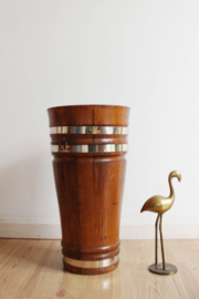 Hoge vintage plantenbak. Houten retro pot of paraplubak ;)