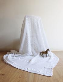 Romantische witte vintage sprei. Gehaakte Bohemien deken/plaid