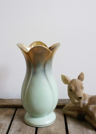 Vintage vaas van Bay Keramik in tulp vorm. Prachtig Germany vaasje.