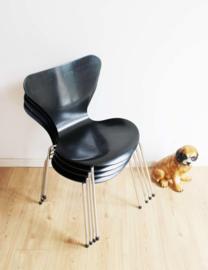 Set van 5 zwarte vlinderstoelen. Retro design stoel, Arne Jacobsen voor Fritz Hansen
