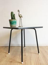 Vintage salontafel met formica blad. Kek tafeltje met retro design