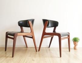 Set houten vintage stoelen met zwart  skai-leer. Retro design dining chairs