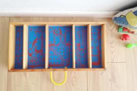 Blauw houten vintage laatje. Retro schappen kast/ mini-museum