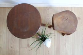 2 vintage plantentafeltjes. Set houten retro boomstam tafeltjes