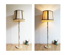 Vintage vloerlamp ala oma. Kitscherige schemerlamp / truttige  vloerlamp