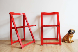 Rode houten vintage klapstoelen. Retro design stoel, Trieste folding chair van Aldo Jacober?