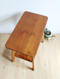 Vintage bijzettafel. Houten retro design tafeltje
