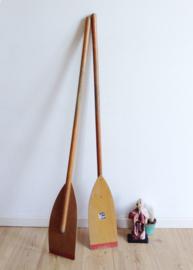 2 houten vintage roeispanen. Set retro peddels.