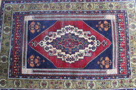 Handgemaakt Perzisch vintage kleedje. Bohemien tapijt/ gebedskleed