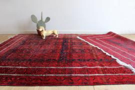Groot vintage tapijt met Oosters sfeertje. Rood Boho vloerkleed