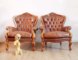 Set stoere vintage Chesterfield fauteuils. 2 Lederen barok stoelen
