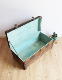 Grote vintage hutkoffer.  Antieke/brocante houten kist/koffer