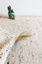 Beige vintage Berber kleed. Wollen Oosters tapijt