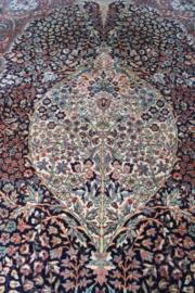 Groot wollen vintage kleed van Louis de Poortere. Bohemien tapijt met o.a. bloemen