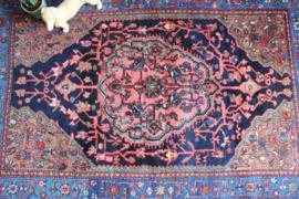 Handgemaakt vintage Oosters tapijt. Kleurrijk Perzisch kleed met bloemen