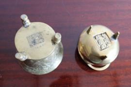 Set goudkleurige vintage potjes, messing? Twee kleine Oosterse potten.