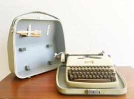 Vintage Rheinmetall typemachine in originele koffer. Retro schrijfmachine