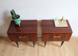 Set vintage nachtkastjes uit de jaren 50/60. Houten retro design kastjes