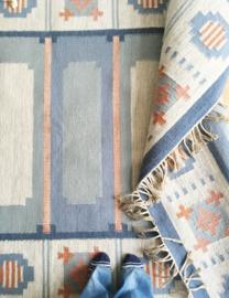 Vintage Kelim vloerkleed. Pastel-kleurig Perzisch tapijt/kleed.