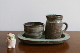 Aardewerk retro roomstel van Potters - Oisterwijk. Bruin/blauw vintage servies