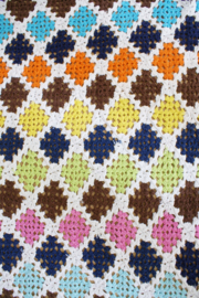 Kleurrijke gehaakte vintage sprei. Handgemaakte retro deken/plaid