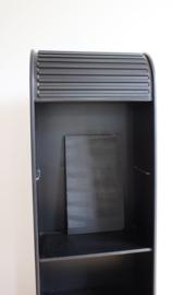 Zwarte vintage kast met roldeur. Retro design kast, A'dammer-Pastoe?