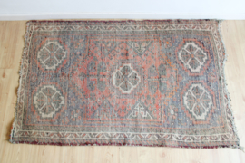Sleets Oosters vloerkleed in aardetinten. Handgemaakt vintage Boho tapijt