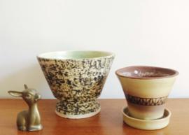 Set van 2 retro bloempotten. Aardewerk vintage potten/ berken pot.