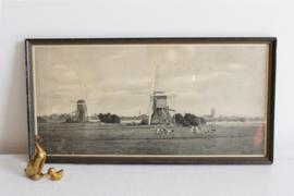 Hollands landschap met molens en koeien in lijst. Vintage prent achter glas.