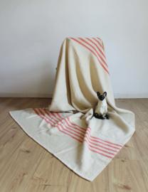 Wollen vintage deken met een streepje. Retro sprei/ plaid.
